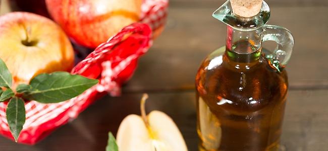 15 Gründe, warum jeder eine Flasche Apfelessig zuhause haben sollte.